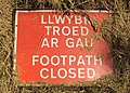 Footpath closed sign, Shotwick - DSC06450.JPG