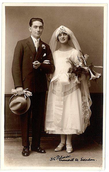 File:Fred C Palmer Swindon wedding couple 002.jpg