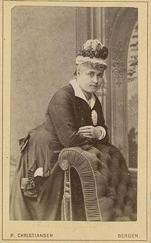 Friederike Grün - Image: Friederike Grün standing (11186447696)