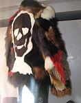 Fuchstückenjacke mit Kaninfell-Totenkopf Emblem, Locarno 2013.jpg