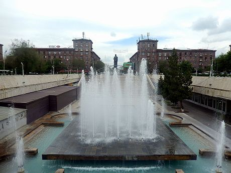 Garegin Nzhdeh Square & fountains.jpg