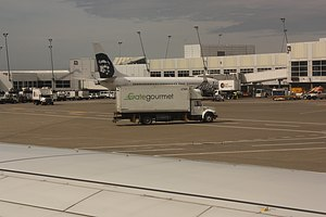 English: Gate Gourmet truck 6768; Alaska Airli...
