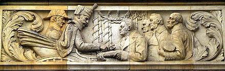 Nach dem Ende der Personalunion zwischen Großbritannien und Hannover 1837 zog König Ernst August nach Hannover; hier überreicht ihm Stadtdirektor Wilhelm Rumann (rechts der Bildmitte) symbolisch die Schlüssel von Hannover; Bild-Relief von August Waterbeck als Teil des Geschichtsfrieses am Neuen Rathaus von Hannover (Quelle: Wikimedia)