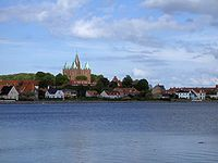 Hærvigen med Vor Frue Kirke i baggrunden - Kalundborg.jpg