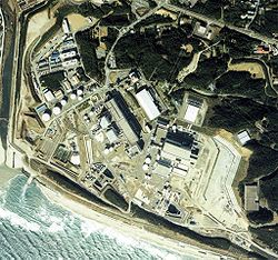 Image taken from the air (1988).  In this image, all units through Hamaoka-3 are operating.  Copyright National Land Image Information (Color Aerial Photograph), Ministry of Land, Infrastructure and Transport.