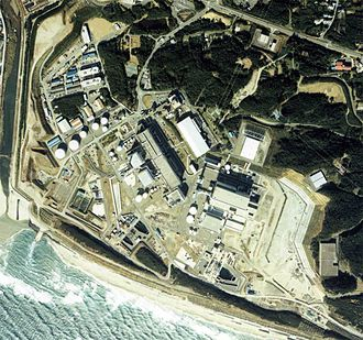 Hamaoka Nuclear Power Plant - Image taken from the air (1988). In this image, all units through Hamaoka-3 are operating. Copyright National Land Image Information (Color Aerial Photograph), Ministry of Land, Infrastructure and Transport.
