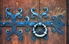 Havdhems kyrka medeltida dörr Gotland.jpg