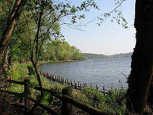 A pochi chilometri dai quartieri centrali:Riva del fiume Havel nel Grunewald (foresta) presso Schildhorn