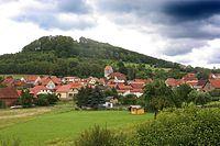 Henneberg mit Schlossberg und Henneburg.jpg