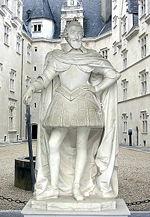 Statue d Henri IV à l entrée du château de Pau