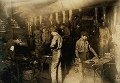 Hine - Indiana glassworks night scene, 1908 1.JPG
