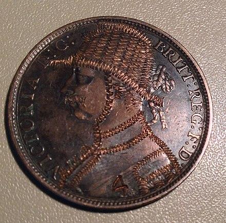 比較的大きなサイズと低い価値のために、ペニーはコイン彫刻家のお気に入りでした。