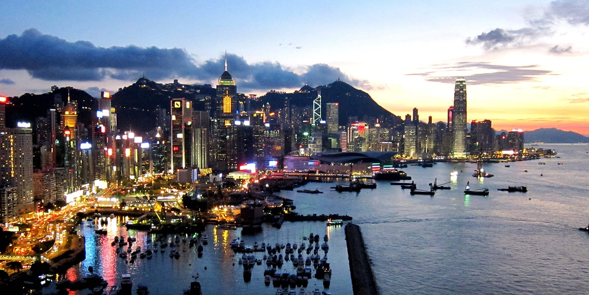 Hong Kong Island Skyline 201108.jpg