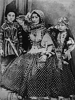 Hurshidbanu Natavan with her children.jpg