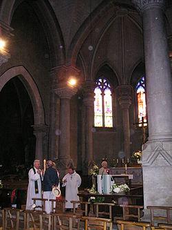 In der Kirche von Cosne d'Allier.jpg