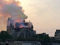 Incendie de Notre-Dame 20h05.jpg