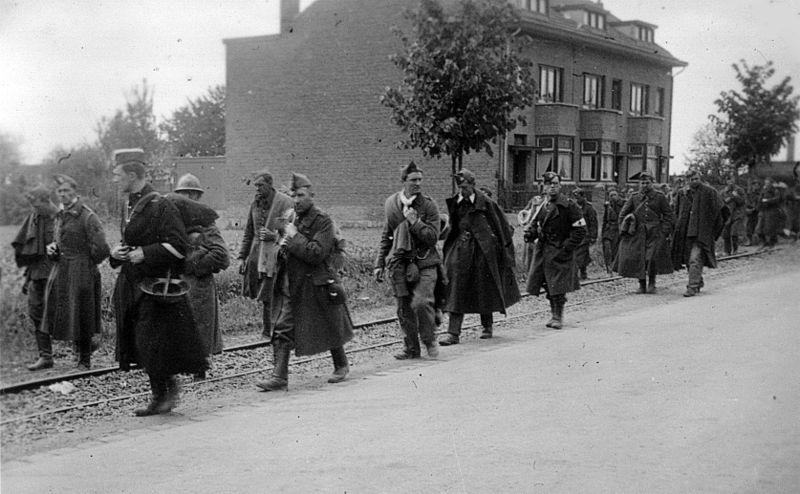 File:Infanterie-Regiment 489 Westfeldzug Gefangene Fort Eben-Emael 1940-2 by-RaBoe.jpg