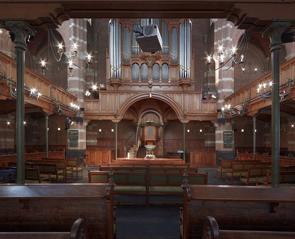 File interieur overzicht preekstoel met houtsnijwerk en for Interieur rotterdam