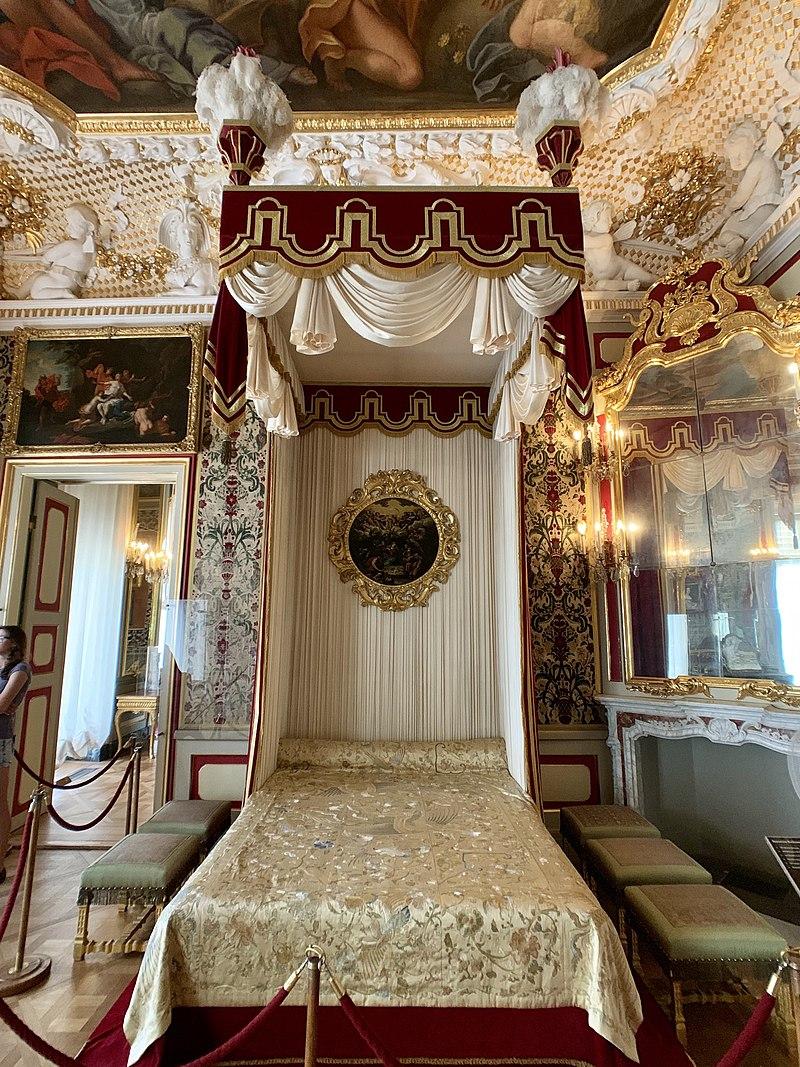 Interior of the Wilanów Palace, Warsaw, Poland 07.jpg