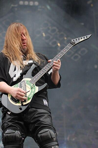 подставки, гитарист умерший от укуса паука список песен, игравших