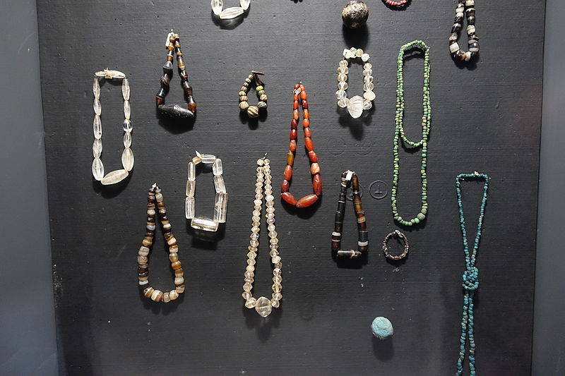 File:Jewelry, Oc Eo culture, glass, precious and semiprecious stone - Museum of Vietnamese History - Ho Chi Minh City - DSC06112.JPG