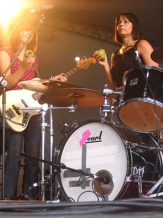 Janet Weiss - Weiss (right) with Quasi bandmate Joanna Bolme at The Green Man Festival 2006