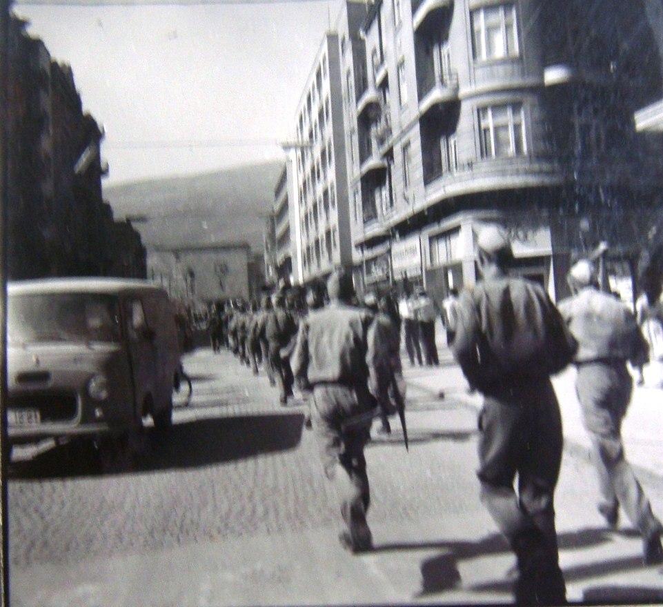 Jugoslovenska narodna armija na ulica Marsal Tito