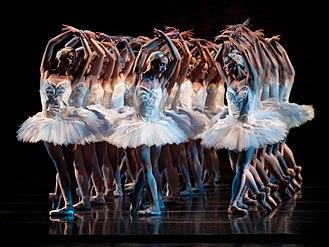 Cincinnati Ballet - Image: KC Ballet Cincinnati Ballet Swan Lake 2009 Photog Peter Mueller (15739556063)