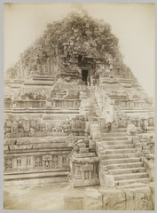 KITLV 12223 - Kassian Céphas - North side of the Shiva temple of Prambanan Tjandi top of the stairs with the photographer K. Céphas - 1889-1890.tif