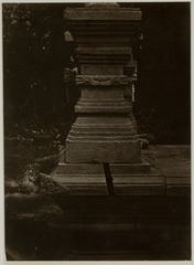 KITLV 28227 - Isidore van Kinsbergen - Small shrine near Blitar - -186.tif