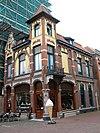 foto van Rechthoekig pand van twee bouwlagen met detaillering in Art Nouveau-stijl