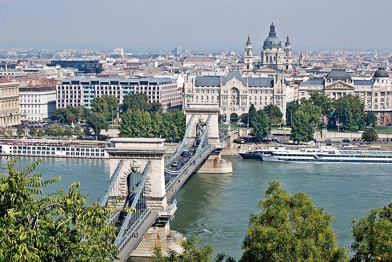 Vue sur le centre de Budapest et sur la basilique Saint Etienne - Photo de Felix König