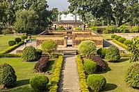 Khosh Bagh Cemetery.jpg