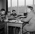 Kinderen krijgen onderwijs in de school van het koninklijk Deens ballet, Bestanddeelnr 252-9213.jpg