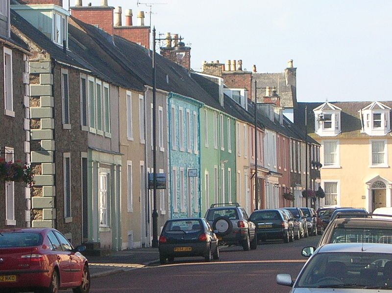 File:Kirkcudbright painted houses.jpg