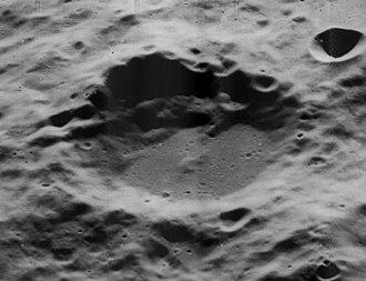 Kleymenov (crater) - Image: Kleymenov crater 5026 h 2