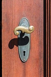 La poignée de la porte d'entrée du château de Christiansborg, à Copenhague. (définition réelle 3648×5472)