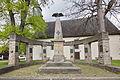 Kriegerdenkmal vor der Kirche in Aerzen IMG 2081.jpg