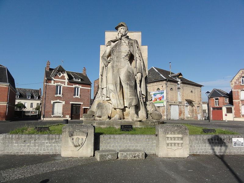 La Fère (Aisne)  Statue de l'Artilleur