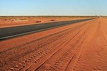 La strada Lasseter collega Uluru alla Stuart Highway