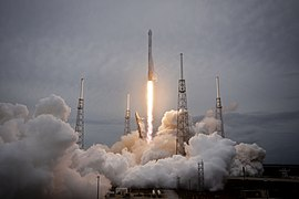 Launch of Falcon 9 carrying CRS-3 Dragon (16856369125).jpg