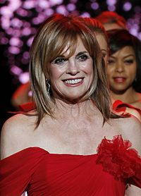 Linda Gray interprète de Sue Ellen à la Journée de la Robe Rouge en 2011