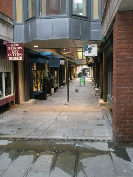 File:Looking from Star Yard into Chichester Rents - geograph.org.uk - 1653838.jpg