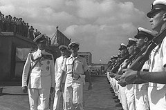 Lord Mountbatten inspects the guard of honor at Tel Aviv Port.jpg