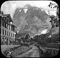 Maisons de village au pied dune montagne, Alpes (6352187745).jpg