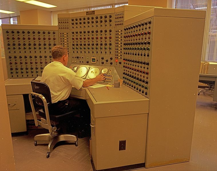 759px-Man_working_at_analog_computer%2C_