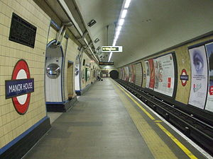 Manor House tube station - Image: Manor House stn northbound
