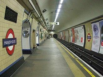 Manor House tube station - Image: Manor House stn northbound