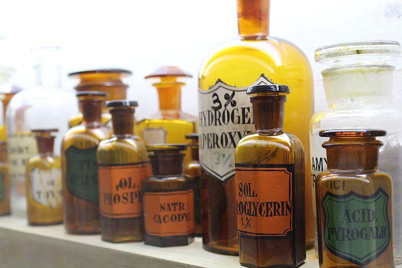 קובץ:Medicine Bottles IMG 9734.JPG