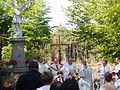 Messe devant statue Saint-Michel.JPG